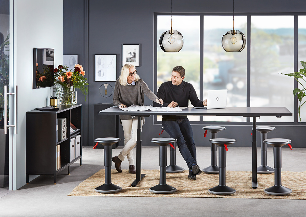 height-adjustable meeting table